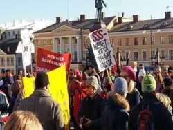 фіни протестують проти економії