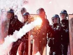лють поліції франції - відповідь на насильство