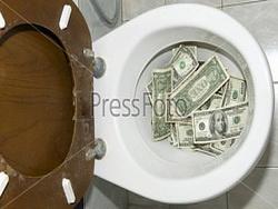 вашингтон нервує: доларова каналізація забилася