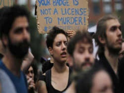 у містах сша пройшли багатотисячні акції протесту