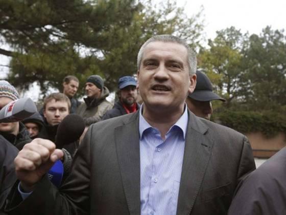 промосковський лідер криму сергій аксанов виступає перед змі 8 березня в сімферополі. він захистив рішення про проведення референдуму з питання про приєднання до росії, сказав в суботу, що голосування не може скасувати