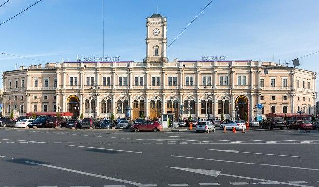 Московский вокзал — одна из негласных достопримечательностей Санкт-Петербурга